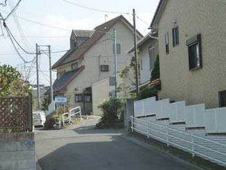 神奈川県茅ヶ崎市・一中通りの家をヒュッテ風に描く