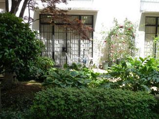 横浜市・本牧パークシティの管理センターの裏庭
