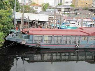 東京・北品川橋の屋形船