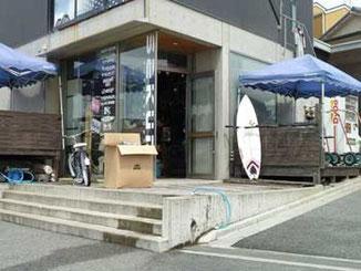 鎌倉市・腰越海岸のサクラ サーフ&スポーツ(sakura surf & sports)