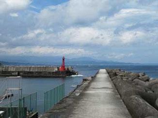 神奈川県・真鶴漁港の赤い灯台