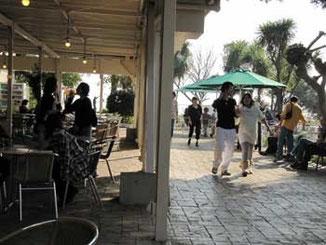 神奈川県藤沢市・江ノ島サムエルコッキング苑前の休憩場