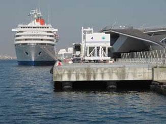 横浜市・客船ふじ丸と大桟橋