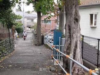 神奈川県・藤沢駅北口の路地の民家