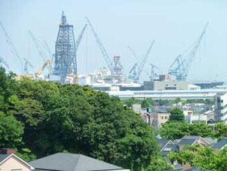 横浜市・本牧山頂公園から視た地球深部探査船「ちきゅう」