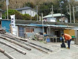 鎌倉市・小動岬(こゆるぎみさき)のしらす直売所の小屋