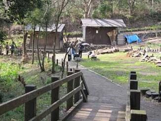 横浜市・天王森泉公園の二つの納屋