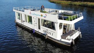 Hausboote mieten 5 Personen Brandenburg. Heckansicht des Hausbootes.