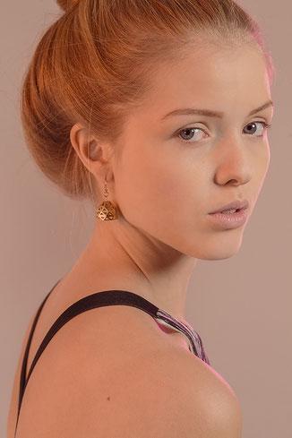 glockenförmige goldene Ohrringe