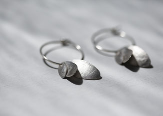 Silbercreole mit Blatt Anhängern