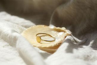 filigraner Ring mit Plättchen