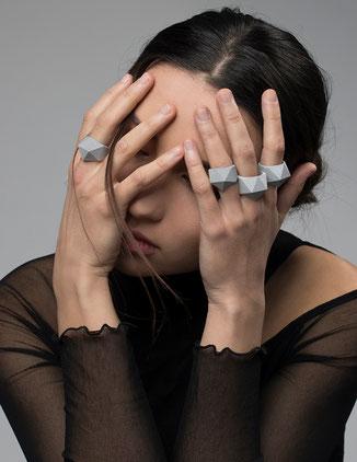 Facettierte graue Ringe