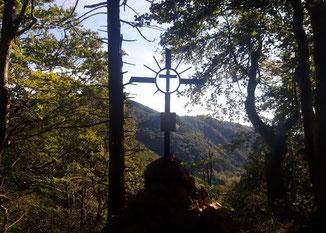 Gipfelkreuz der Teufelskirche nach dem Aufstieg vom Kruckenbrettl kommend