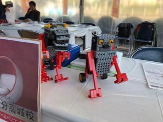 2体のロボットが子供たお出迎え!