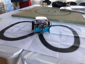 自動で走るmBotも人気でした!