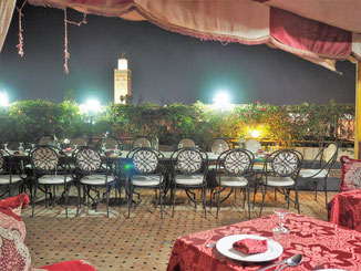Dachterrasse eines Restaurants in der Medina von Marrakesch