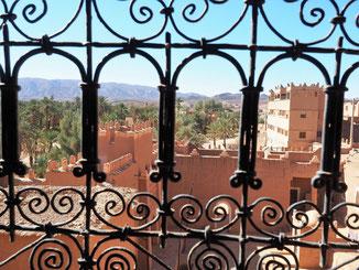 Panoramablick auf das Drâa-Tal in Marokko