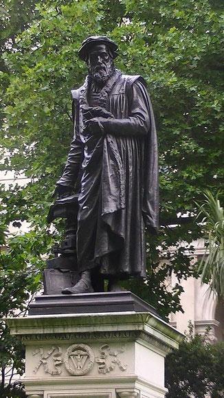 Pour William Tyndale les Anglais ne doivent pas se contenter d'écouter le clergé. Je défie le pape et toutes ses lois; si Dieu m'épargne encore quelques années, je ferai en sorte que le garçon qui conduit la charrue en sache plus de la Bible que vous tous