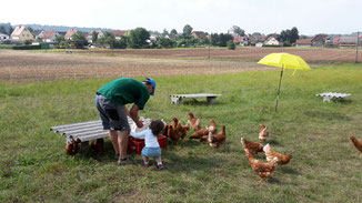 Große Hilfe beim Füttern