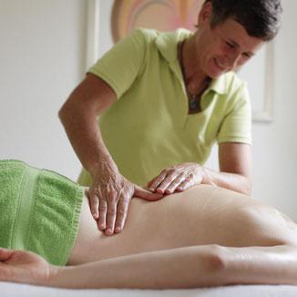 Baba Ganz, ihre Hände sind sensitive Werkzeuge zur Massage,