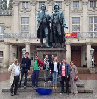A Weimar. Le groupe des Six avec deux accompagnateurs dont, à gauche notre hôte, David Lucius-Clarke.