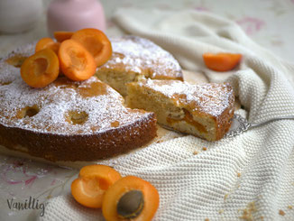 Einfacher Aprikosenkuchen mit Schmand