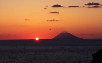 Abendstimmung Sonnenuntergang mit Stromboli © Ferienwohnung Spilinga | Tropea | Kalabrien - Casa Belle Vacanze