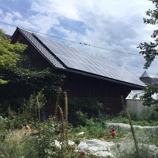 Dachumdeckung und Sanierung einer alten Fachwerk Scheune in Balingen. Dacheindeckung mit Tondachziegel.