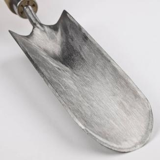 Detail eines Sneeboer Handkultivators - bei www.the-golden-rabbit.de