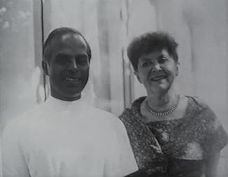 Foto Elisabeth Haich und Selvarajan Yesudian die Gründer der Yogaschule Yesudian-Haich