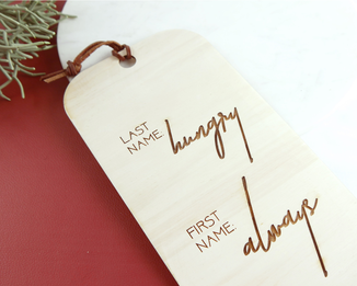 "Schild mit Lasercut Gravur ""Last Name: Hungry, first name: always"""