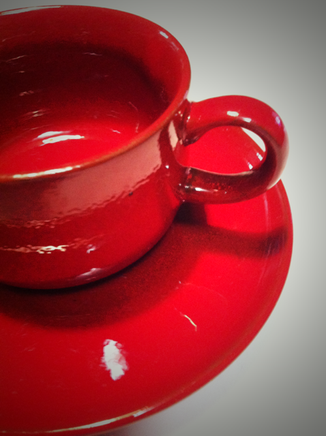 今のお気に入り!  赤が濃く深みがあります。 ビンテージじゃないと思うけど、そんな雰囲気のカップ&ソーサ。