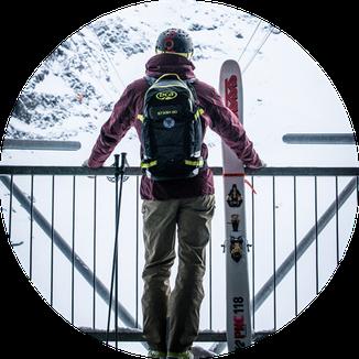 Freeride Skis und Snowboards