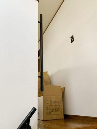 リフォームだから出来る、2F登り口に縦型の玄関用アイアン手すり!