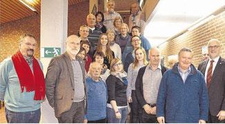 Ausschussvorsitzender Johann Hansen (re) mit den Ausschussmitgliedern und interessierten Gästen.