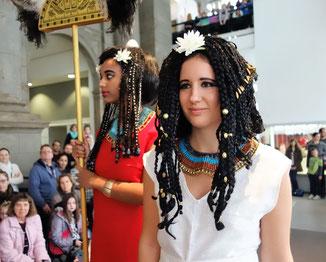 Tamara und Mikal bei der altägyptischen Modenschau im Museum August Kestner Hannover, Foto: R. Hannig