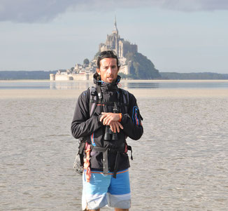 Départ du bec d'andaine en groupe vers Tombelaine et le Mont Saint-Michel
