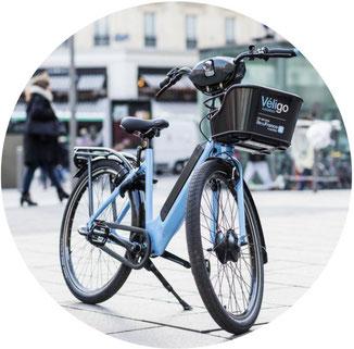 vélo électrique bleu