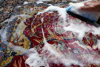 lavaggio professionale e pulitura esperta su qualsiasi tipo di tappeto