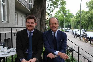 Gentleman Plauderrunde. Bernhard Roetzel (rechts) und Christian Frosch (links). Photo: Erill Fritz.