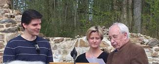 Thomas Schrödl wird einmal die Arbeit von Ortsbetreuer Hans Laubmeier (rechts) übernehmen.
