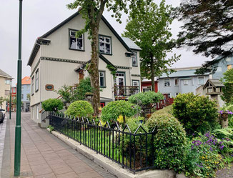 Tipica casetta di Reykjavìk, tra il Fosshotel Baron e Krua Thai.