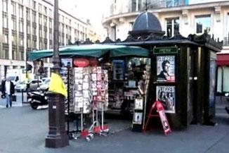 Kiosque de la Bourse en 2011 : cartes postales, souvenirs, boissons fraiches ...