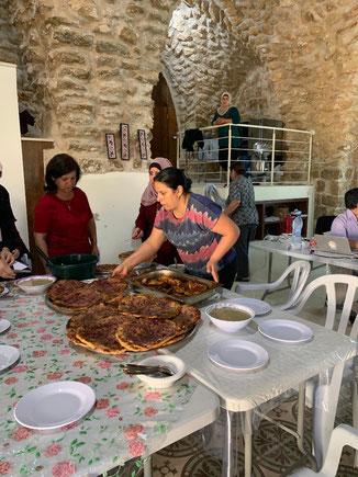 Gemeinsame Mahlzeit während eines Seminars