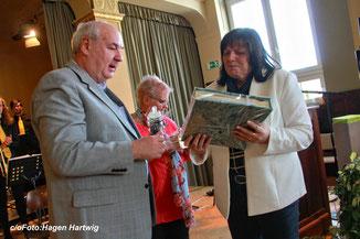Foto: Hagen Hartwig / rechts im Bild Carmen Götz