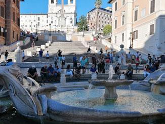 Фонтан Пчелы в Риме на улице Венето фото