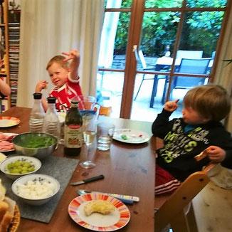 Wirtshausstimmung beim Abendessen