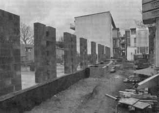 Die Arbeiten für den zweiten Bauabschnitt des Wohnprojekts an der Karolingerstraße liegen im Zeit- und Kostenrahmen. Bald sollen auch neue Reihenhäuser entstehen.