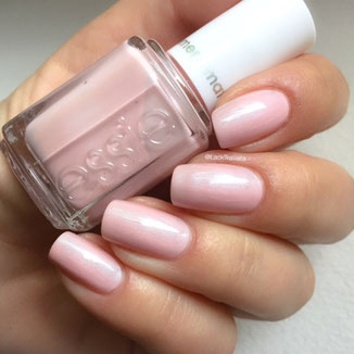 swatch essie just stitched by LackTraviata