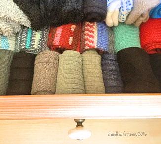 Schublade mit Socken nach der KonMari-Methode geordnet
